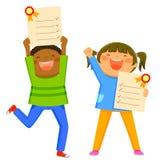 Kinder mit Schulzeugnissen Stockbilder