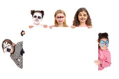 Kinder mit Tiergesichtfarbe stockfotos