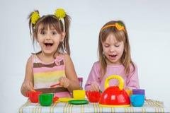 Kinder mit Vorstand Stockfotografie