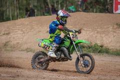 Kinder, Motocross-Sicherung, die Thailand 2015 läuft Lizenzfreie Stockfotografie