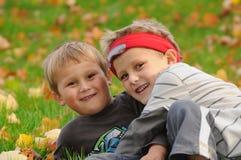 Kinder necken Lizenzfreie Stockbilder
