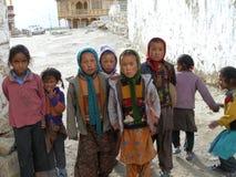 Kinder sind immer Kinder, selbst wenn, lebend im Sperrgebiet und bei 3600 m über Meeresspiegel Lizenzfreies Stockbild