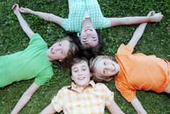 Kinder am Sommerlager Lizenzfreies Stockfoto