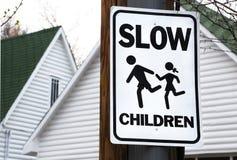 Kinder am Spiel-Zeichen Lizenzfreie Stockfotos