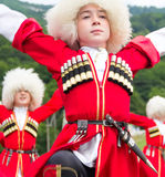 Kinder tanzen traditionelle Tänze Adygei Stockfoto