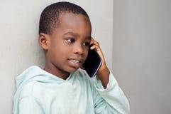 Kinder am Telefon Stockfoto