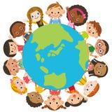 Kinder um die Erde stock abbildung