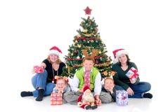 Kinder um Weihnachten drei stockfotografie