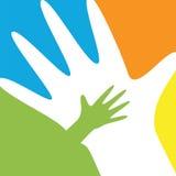 Kinder- und Elternteilhände Lizenzfreie Stockfotos