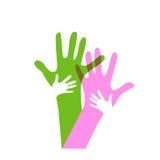 Kinder und Erwachsenhände Stockbilder