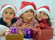 Kinder und Geschenke Stockfoto