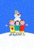 Kinder und Schneemann in Winterurlaube lizenzfreie abbildung