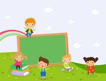 Kinder und Tafel Stockbild