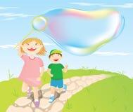 Kinder und umfangreiche Luftblasen Stockfoto
