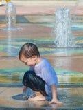 Kinder und Wasser-Serie 1 Stockfotografie