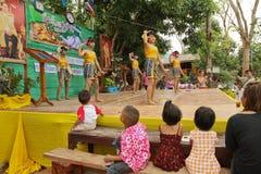 Kinder während des Feierns des Tages der Kinder Stockbild