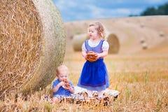 Kinder während Oktoberfest Lizenzfreie Stockbilder