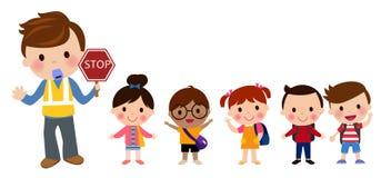 Kinder, welche die Straße kreuzen Stockbild