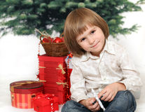 Kinder With Gifts Under Fur-tree Royalty Free Stock Photos