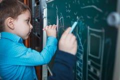 Kinder zeichnen stockbilder