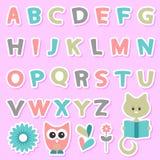 Kinderachtige stickers die met alfabet worden geplaatst Stock Fotografie