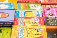 Kinderbücher für Verkauf in der Bibliothek Stockfotografie