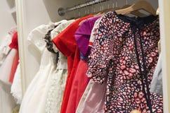 Kinderbekleidungsgeschäft Stockbild