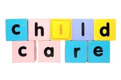 KinderbetreuungBlockschrift mit Ausschnittspfad Stockfotografie