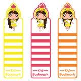 Kinderbookmark-Karikaturillustration mit netten Kükenmädchen auf der bunten Art passend für Kinderbookmarkdesign Lizenzfreie Stockfotos