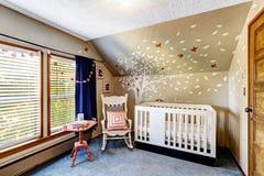 Kinderdagverblijfruimte met muurschilderingen Royalty-vrije Stock Afbeeldingen