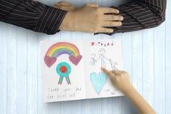 Kinderdas sagen danken Ihnen, mit Karte hervorzubringen stockfotografie