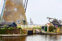 Kinderdijk, южная Голландия, Нидерланд, 13-ое апреля 2018: Осмотрите  стоковые фото
