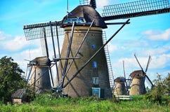 Kinderdijk har Oodles av väderkvarnar Arkivfoto