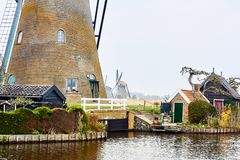 Kinderdijk, la Hollande-Méridionale, Pays-Bas, le 13 avril 2018 : Regardez de photos stock