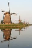Kinderdijk-Reflexionen lizenzfreies stockfoto