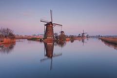 Kinderdijk väderkvarnar på soluppgång Royaltyfri Bild