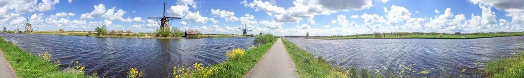 Kinderdijk wiatraczki, panoramiczny widok - holandie Zdjęcia Stock