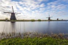 Kinderdijk-Windmühlen in der langen Belichtung Lizenzfreies Stockfoto