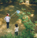 Kinderen, aard, familie, liefde, bos, avontuur, visserij, jongen, meisje Stock Afbeeldingen