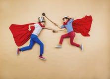 Kinderen als superheroes Stock Afbeelding