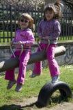 Kinderen bij de speelplaats Stock Fotografie