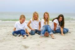 Kinderen bij het Strand van de Mirte Royalty-vrije Stock Foto's