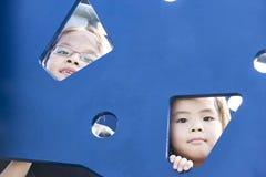 Kinderen bij Speelplaats Stock Fotografie
