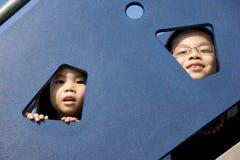 Kinderen bij Speelplaats Royalty-vrije Stock Afbeelding