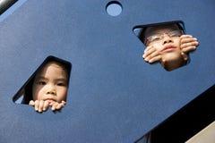 Kinderen bij Speelplaats Stock Foto