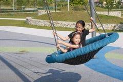 Kinderen bij Speelplaats Royalty-vrije Stock Afbeeldingen