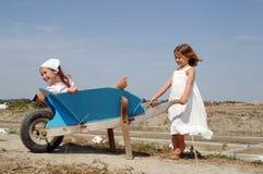 kinderen bij spel Royalty-vrije Stock Foto's