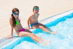Kinderen bij zwembad Royalty-vrije Stock Foto