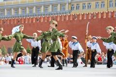 Kinderen collectieve prestaties op Rood Vierkant Stock Fotografie