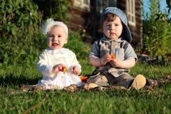 Kinderen in de het parkjongen en meisje Royalty-vrije Stock Fotografie